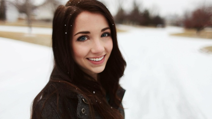 smiling, brunette, blue eyes, emily rudd, redhead, girl, depth of field, looking at viewer