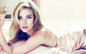lying down, Scarlett Johansson, green eyes, girl, face, blonde