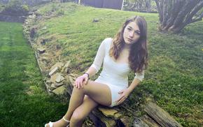 девушка, трава, брюнетка, белое платье, фильтр