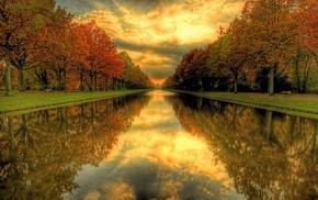 красота осенних пейзажев, осень, зеркальное отражение, алея осенних деревьев, вода, пейзаж