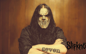 Mick Thomson, Slipknot, arms crossed